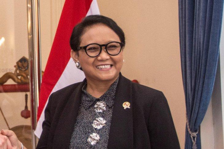 Indonesian Minister Marsudi visits Palestinian refugee camp in Jordan